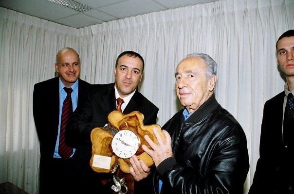 "נשיא המדינה שמעון פרס מתארח אצל ד""ר אכרם חסון"