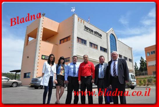 """משלחת ממינסק ברחבת המכללה יחד עם ד""""ר אכרם חסון"""